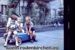 Köln Rodenkirchen: Spielen im Hinterhof