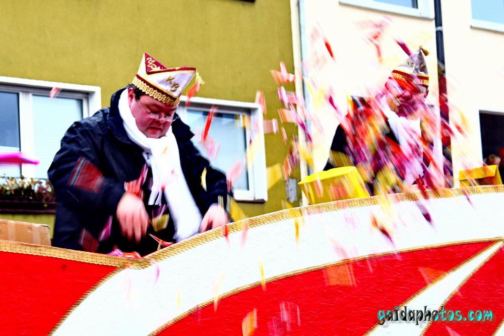 Karnevalszug In K Ln Am Und Nubbelverbrennung