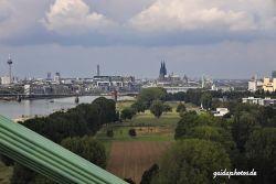 Köln Dom Rheinbrücken Kranhäuser