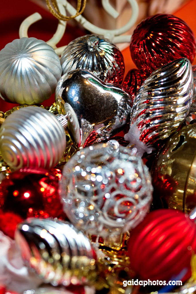 Weihnachtskugeln, Christbaumkugeln silber, rot