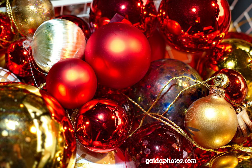 christbaum kugeln rot